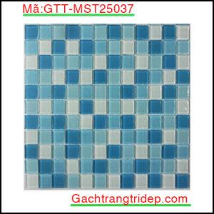 Gach-mosaic-thuy-tinh-chip-25x25x4mm-3-mau-hon-hop-GTT-MST25037