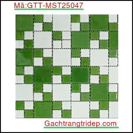 Gach-mosaic-thuy-tinh-chip-25x25x4mm-3-mau-hon-hop-GTT-MST25047