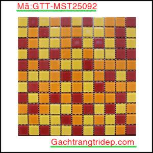 Gach-mosaic-thuy-tinh-chip-25x25x4mm-3-mau-hon-hop-GTT-MST25092
