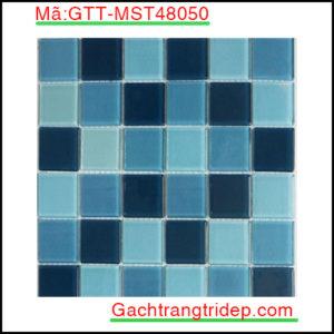 Gach-mosaic-thuy-tinh-chip-48x48x4mm-3-mau-hon-hop-GTT-MST48050