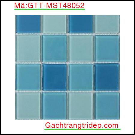 Gach-mosaic-thuy-tinh-chip-48x48x4mm-3-mau-hon-hop-GTT-MST48052