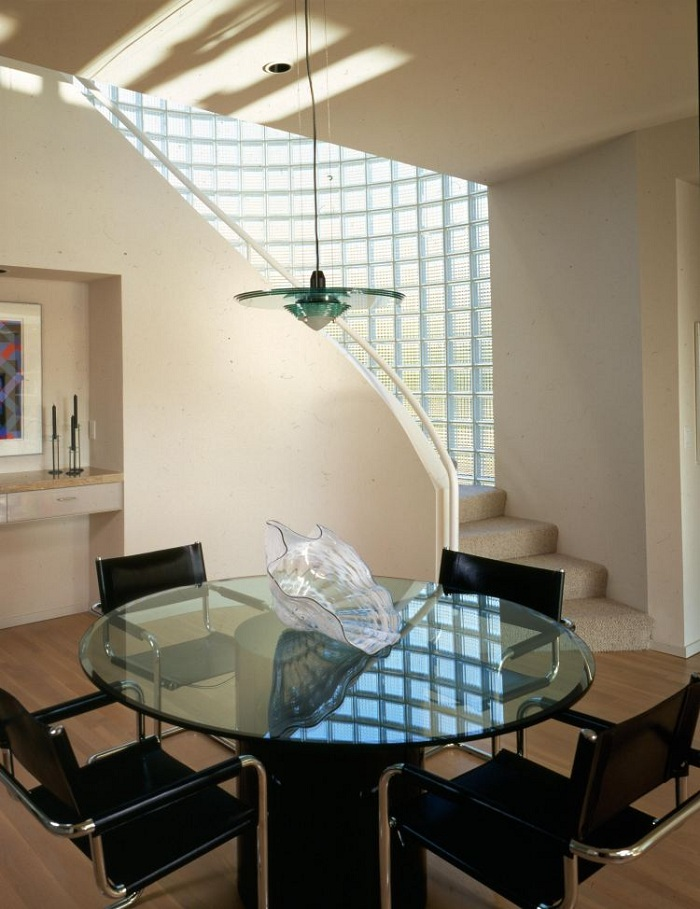 Nên hay không sử dụng gạch kính lấy sáng cầu thang 5