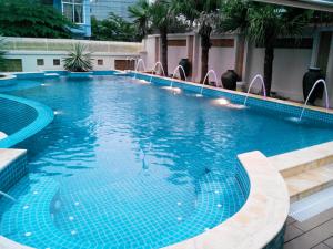 Tính năng nổi trội của gạch ốp bể bơi-2